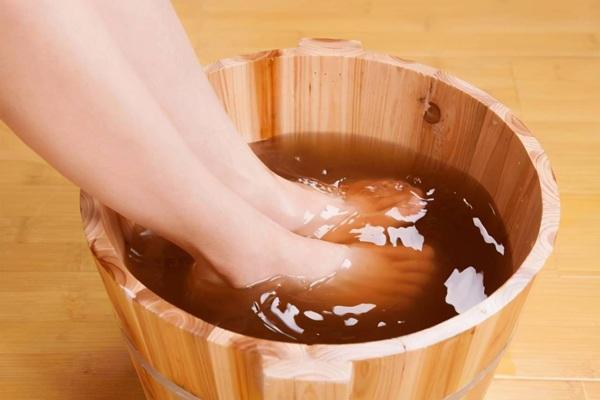 """Đôi chân là """"trái tim thứ hai"""" của con người, 6 cách ngâm chân giúp người khỏe, sống lâu"""