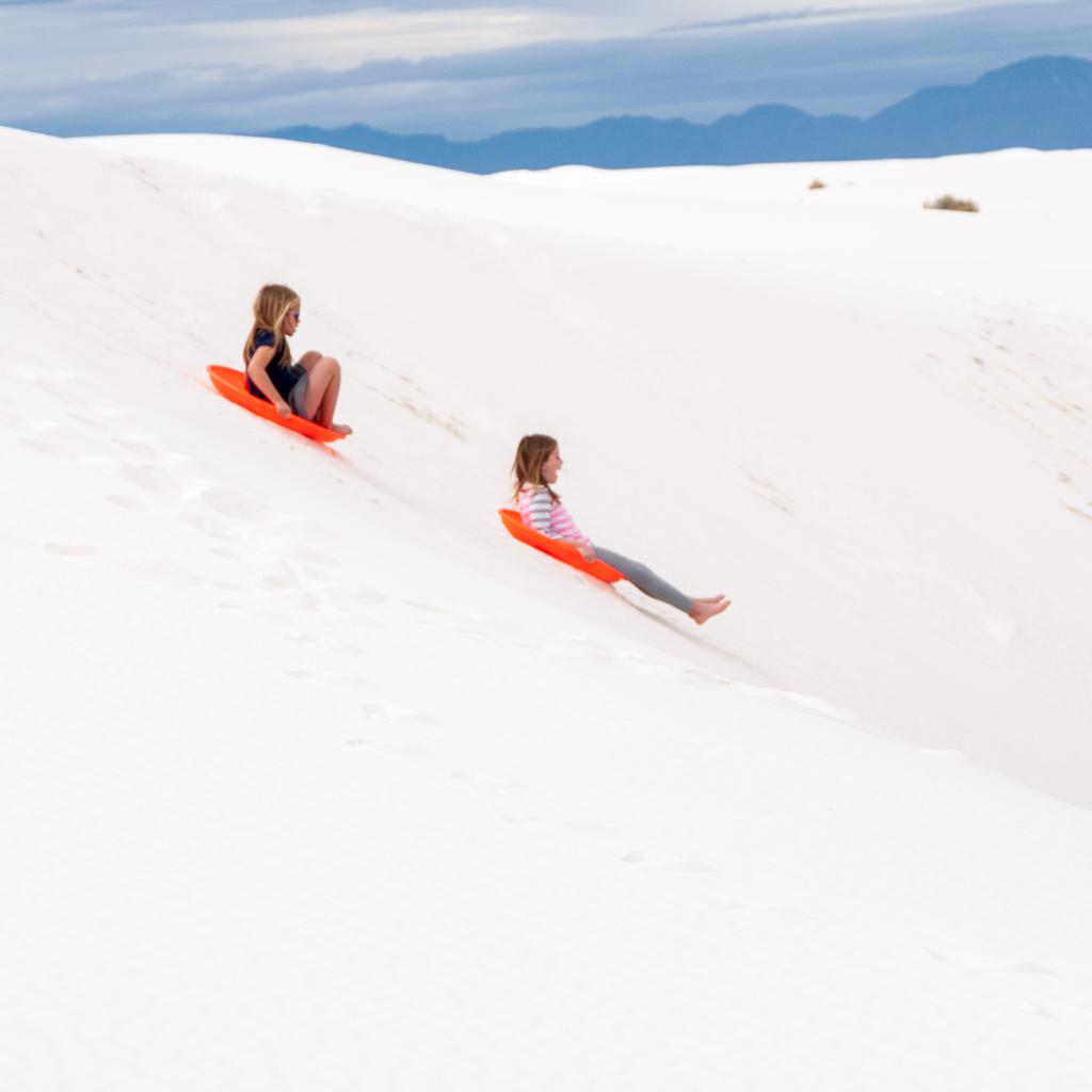 Đồi cát trắng như tuyết ở Mỹ